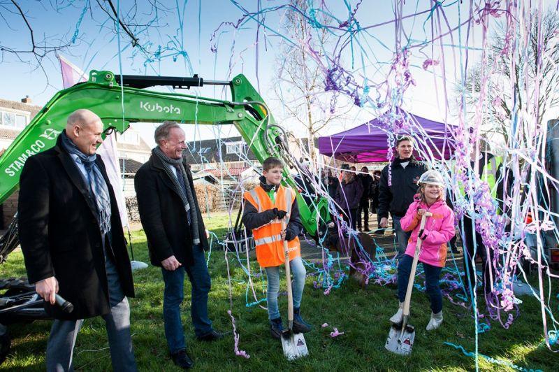 <strong>Glasvezel Zeevang van start</strong><br><p>In Oosthuizen is de aanvang van het glasvezel op feestelijke wijze gestart.</p>